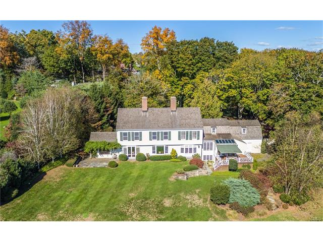 Additional photo for property listing at Vintage Vogue Lifestyle in Fairfield 1055 Mine Hill Road Fairfield, Connecticut,06824 Estados Unidos