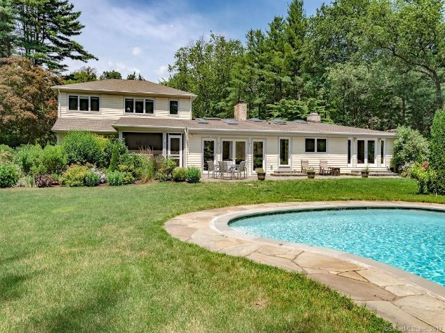 Additional photo for property listing at Contemporary Remodeled Westport, CT Home 20 Stoneboat Road Westport, 康涅狄格州,06880 美國