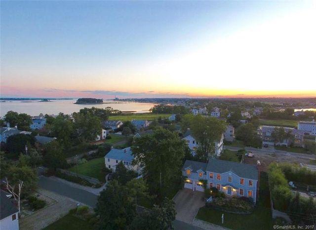 Eensgezinswoning voor Verkoop een t Stunning Single-Family Residence in Westport Westport, Connecticut,06880 Verenigde Staten