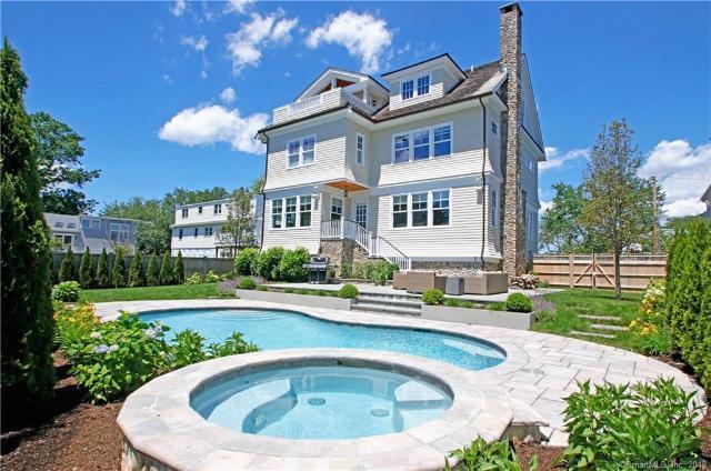 Vivienda unifamiliar por un Venta en Beautiful Single-Family Residence in Fairfield Fairfield, Connecticut,06824 Estados Unidos