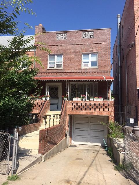 8622 25 avenue brooklyn new york 11214 weichert realtors for Living room 86th street brooklyn ny