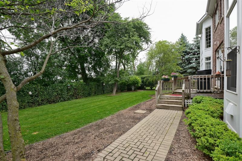 Additional photo for property listing at Wheaton, IL  Wheaton, Illinois,60189 Estados Unidos