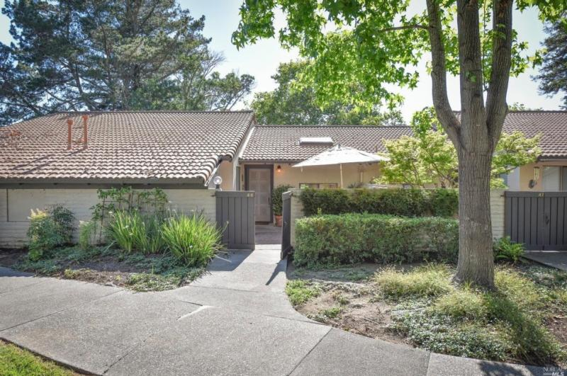 46 FAIRWAYS DRIVE, NAPA, CA 94558